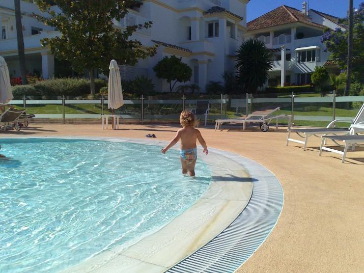 Natalie vill också bada!