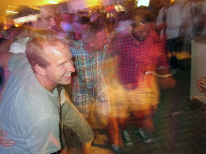 Vi dansade/hoppade och sjöng med. Jag gillar Gibraltar!